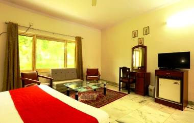 Luxury hotel near Jaipur city